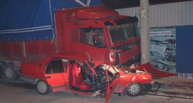 İzmir'de trafik kazası: 1'i ağır 2 yaralı !