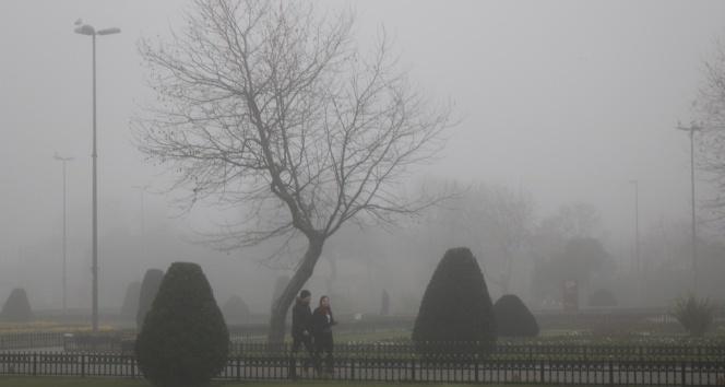 İstanbullular güne sis ile uyandı