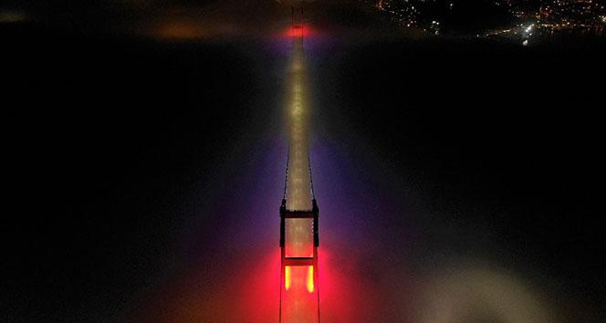 15 Temmuz Şehitler Köprüsü sisten adeta kayboldu