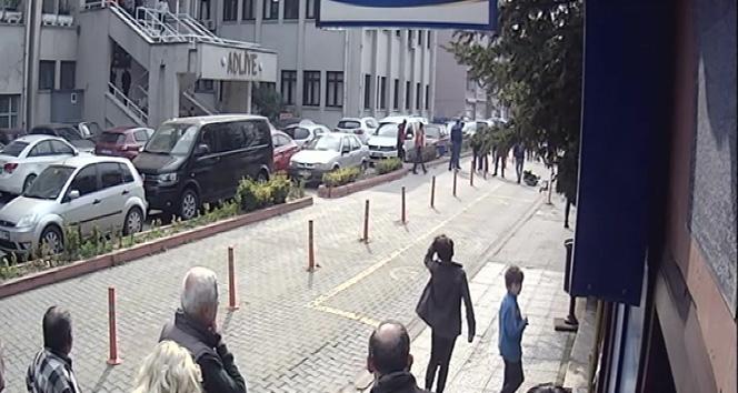 Gazeteciye silahlı saldırı anı kameralara saniye saniye yansıdı
