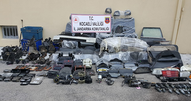 Kocaeli'de yasa dışı yollardan getirilen yüzlerce oto parçasına el konuldu