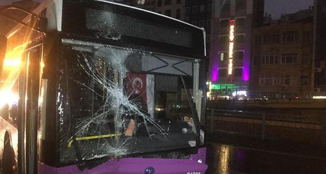 Fatih'te özel halk otobüsü kaza yaptı