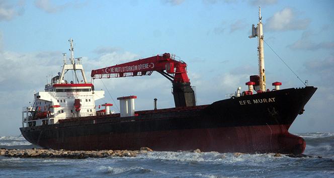 Türk kuru yük gemisi İtalya'da karaya oturdu