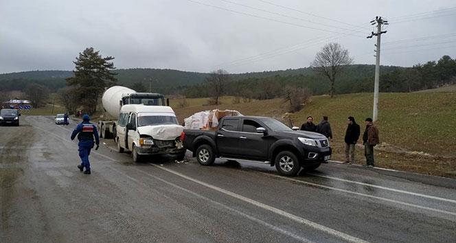 Emet'te zincirleme trafik kazası: 2 yaralı