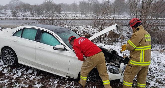 Kontrolden çıkan araç yol kenarına uçtu: 1 yaralı
