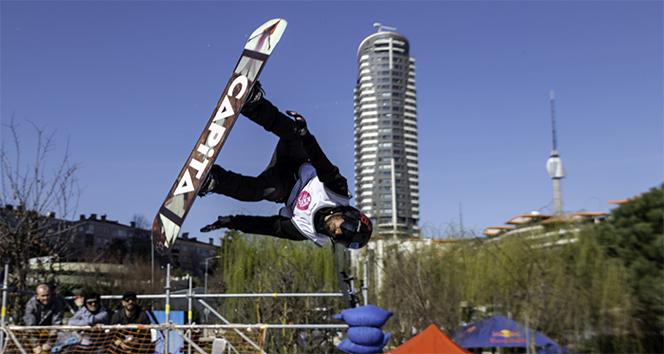 Snowboard ustaları hünerlerini sergiledi