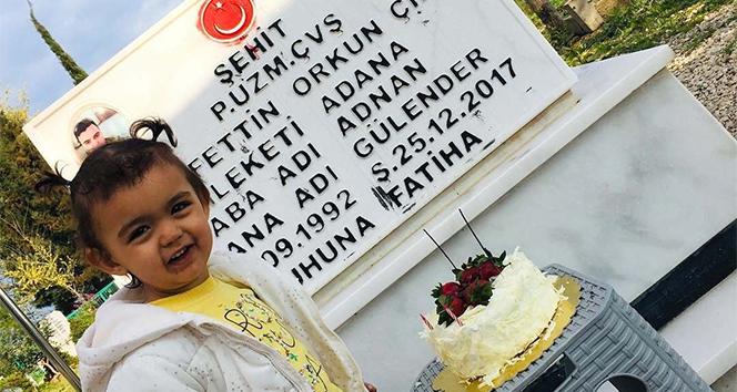 Şehit kızı doğum gününü babasının mezar başında kutladı