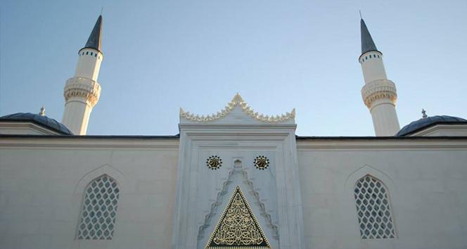 Avrupa'da, camilerdeki güvenlik önlemleri artırılıyor