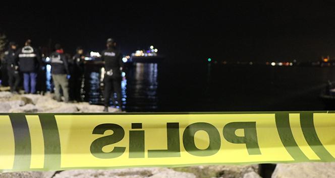 Üsküdar Salacak Sahilde erkek cesedi bulundu |Sahilde yürüyen vatandaş fark etti