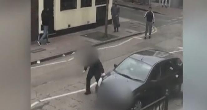 Londra'da cami önündeki Müslümanlara ırkçı  saldırı