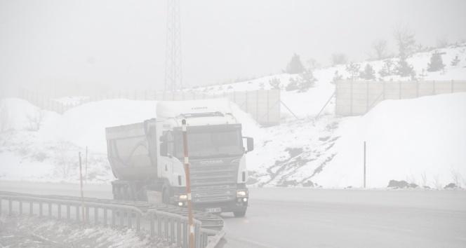 Tokat'ta yüksek kesimlere kar yağdı, sis etkili oldu
