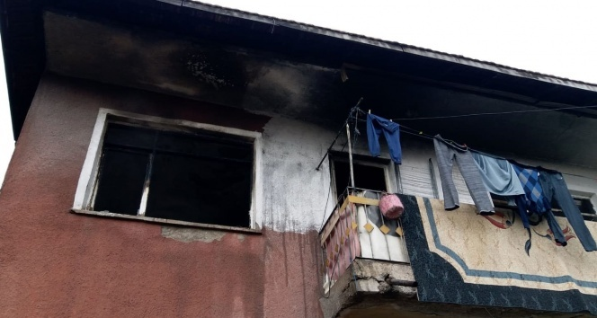 Evlerinde çıkan yangında ailesini kurtardı, kendisi yaralandı