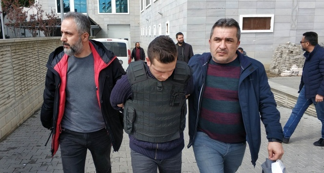MHP ilçe başkanının eşini oğlunun düğününde öldüren zanlı adliyede