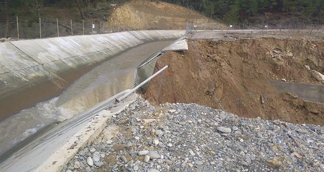 Patlayan HES kanalı tarlaları sular altında bıraktı