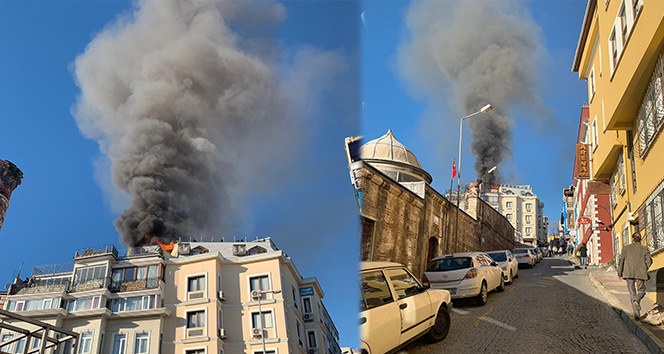 Sultanahmet'te 2 otelin çatı katı yandı