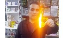 Bakkal cipsi ateşe verdi: 'Vallahi istemeyerek satıyorum'