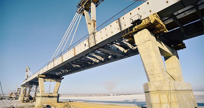 Rusya'yı Çin'e bağlayan demiryolu köprüsü tamamlanıyor