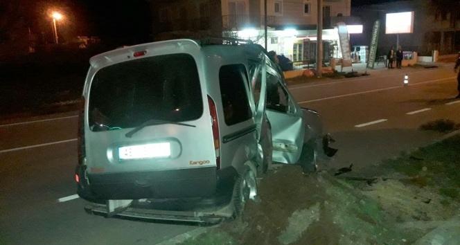 Kontrolden çıkan araç aydınlatma direğine çarptı: 1 ölü