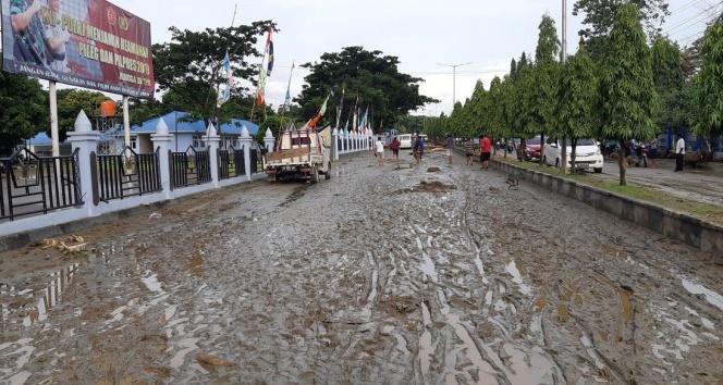 Endonezya'yı sel vurdu: en az 92 ölü, 160 yaralı