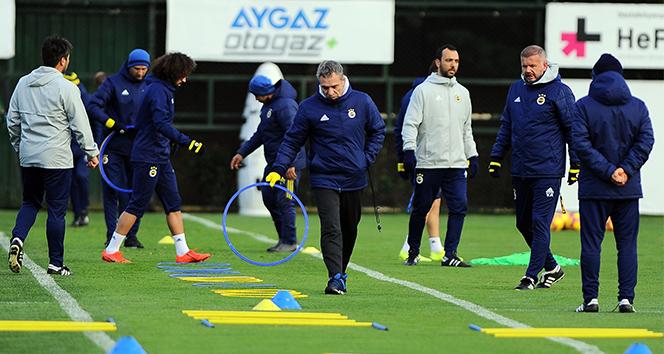 Fenerbahçe, çalışmalarını eksik sürdürdü