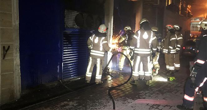 Kağıthane'de market deposunda yangın