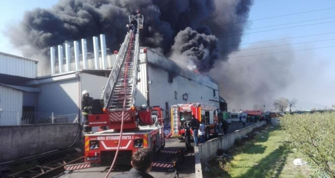 Bursa'da korkutan fabrika yangını...