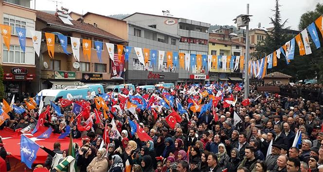 AK Parti Yenice'de ilk mitinginde gövde gösterisi yaptı