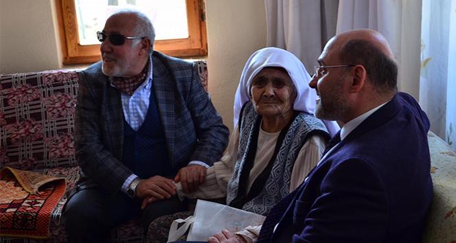 93 yaşındaki Ayşe Oral: 'Allah, Cumhurbaşkanımızı başımızdan eksik etmesin'