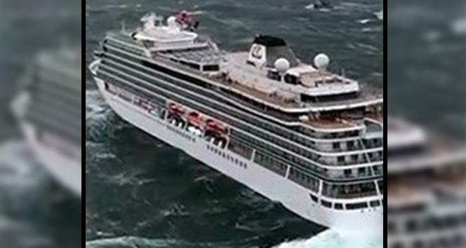 Norveç'te turist gemisinin bin 300 yolcuyla denizde sürüklenme anları
