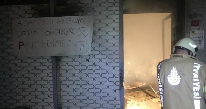 Güngören'de mobilya imalathanesinde korkutan yangın