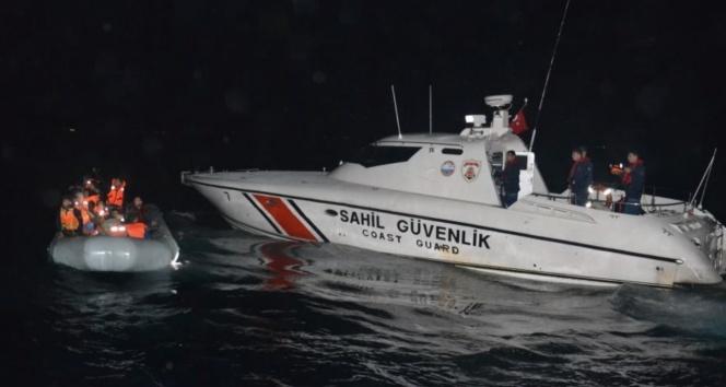 Kuşadası Körfezi'nde 10'u çocuk 44 kaçak göçmen yakalandı