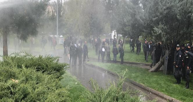 Diyarbakır'da izinsiz gösteriye polis müdahalesi