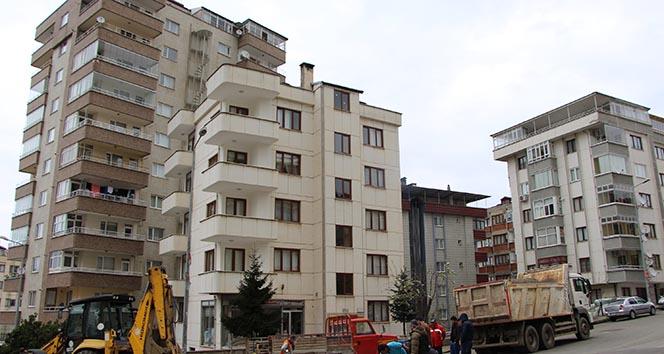 Trabzon'da iki bina çökme tehlikesi nedeniyle boşaltılıyor