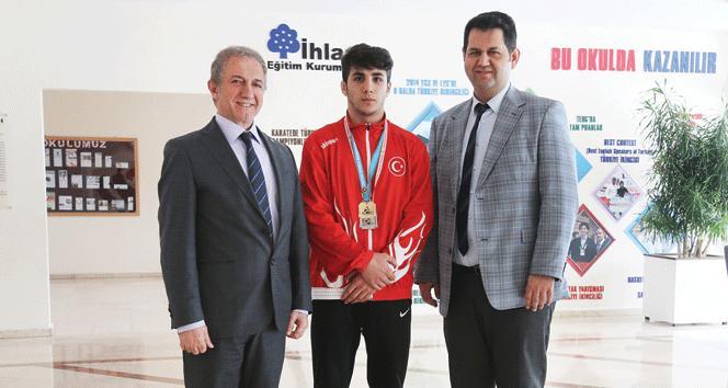İhlas Kolejinden Furkan Taş Zafer Kupası'nda şampiyon oldu