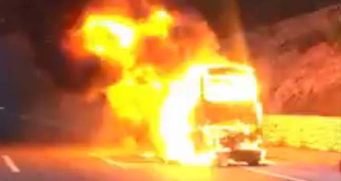 Adana'da yolcu otobüsü alev alev yandı