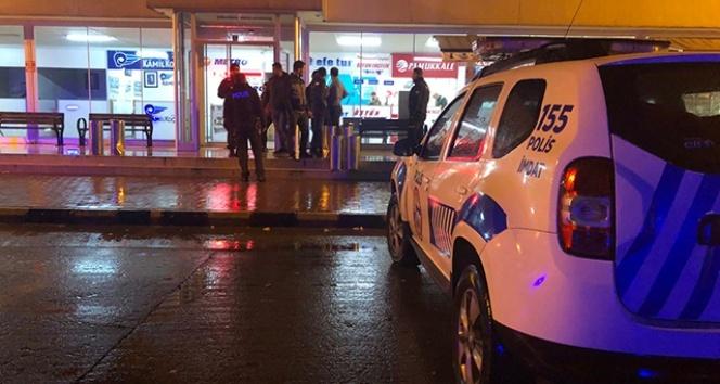 Kız arkadaşına mesaj atan kişiyi pompalı tüfekle yaraladı