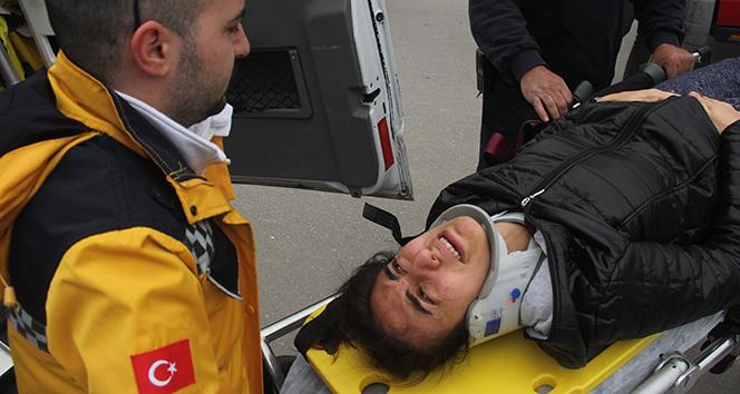 Kazada araçta sıkışan hamile kadın bebeği için ağladı