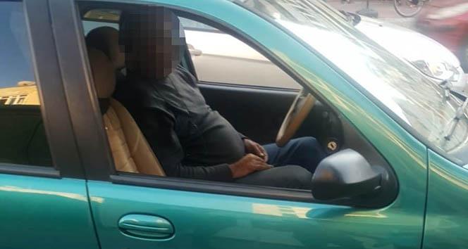 Antalya'da alkollü sürücü akan trafik ortasında uyuyakaldı