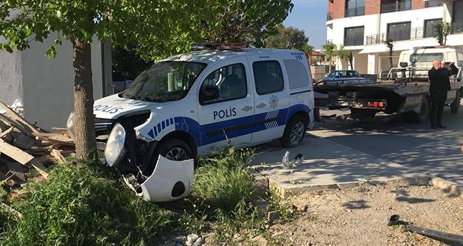 Servis minibüsü polis aracına çarptı: 1 ölü, 2'si polis 3 yaralı