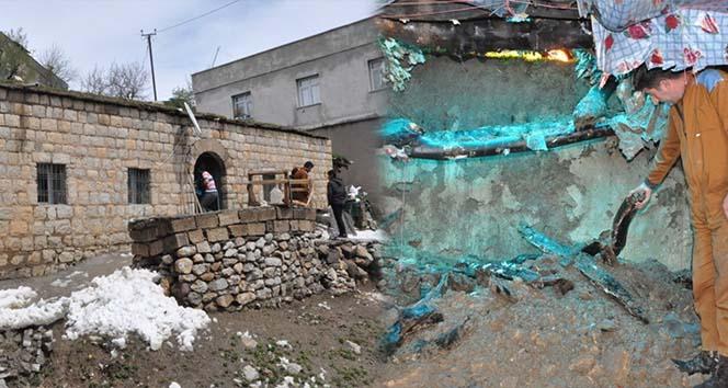 Şırnak'ta toprak evin damı çöktü