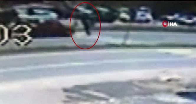 Otomobilin çarptığı yaya hayatını kaybetti! O anlar kamerada