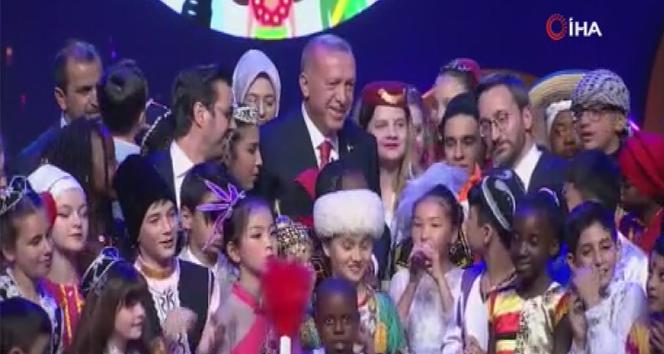 Cumhurbaşkanı Erdoğan'dan çocuklarla düet