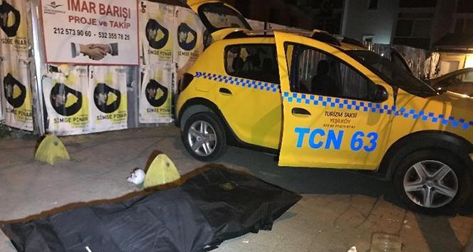 Bakırköy'de bir müşteri bindiği takside son nefesini verdi