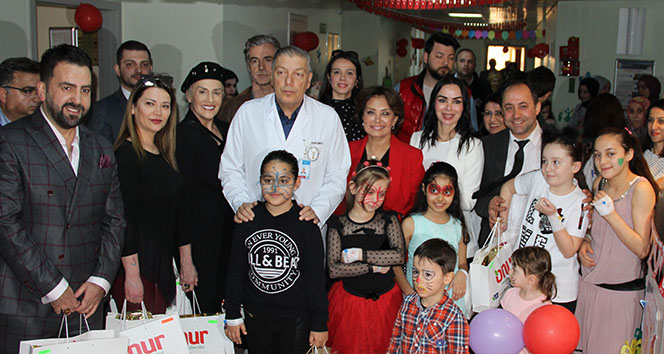 23 Nisan'da hastanede yatan çocuklara moral ziyareti