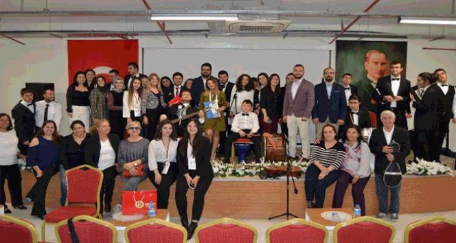 Otizmli gençlerden oluşan İZOT konser verdi, öğrencilere otizm anlatıldı
