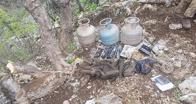 Tunceli'de 3 girişli mağarada terörist cesedi ele geçirildi