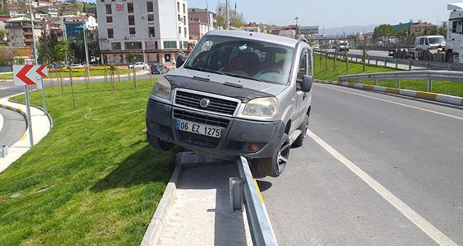 Seyir halindeki araçta çay keyfi kaza ile sonuçlandı
