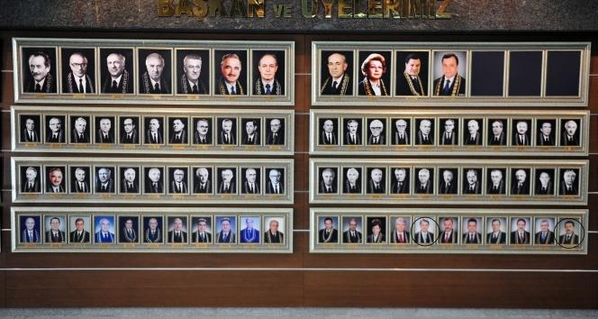 FETÖ'cü AYM üyelerinin fotoğrafının aile albümünde yer alması dikkat çekti