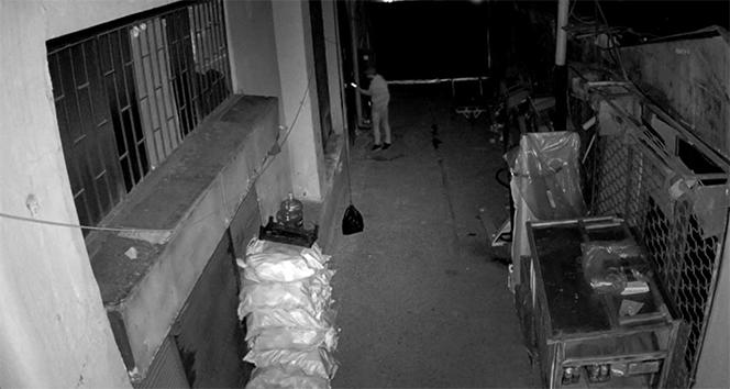 Muz yiyerek esnafı soyan hırsız kamerada