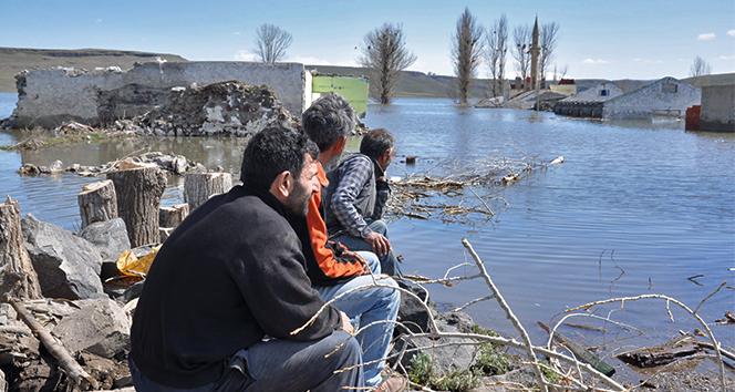 Kars'ta sular altında kalan köylerine son kez baktılar